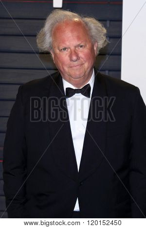 LOS ANGELES - FEB 28:  Graydon Carter at the 2016 Vanity Fair Oscar Party at the Wallis Annenberg Center for the Performing Arts on February 28, 2016 in Beverly Hills, CA