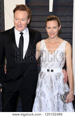 LOS ANGELES - FEB 28:  Conan O'Brien, LIza Powel at the 2016 Vanity Fair Oscar Party at the Wallis Annenberg Center for the Performing Arts on February 28, 2016 in Beverly Hills, CA