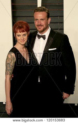 LOS ANGELES - FEB 28:  Alexis Minter, Jason Segel at the 2016 Vanity Fair Oscar Party at the Wallis Annenberg Center for the Performing Arts on February 28, 2016 in Beverly Hills, CA