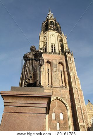 Statue and New Church. Delft