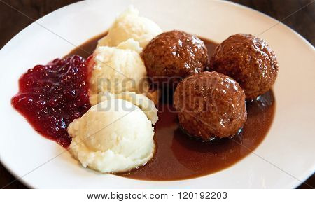 Swedish Meatballs With Mashed Potatoes