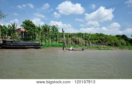Vietnamese on Mekong River