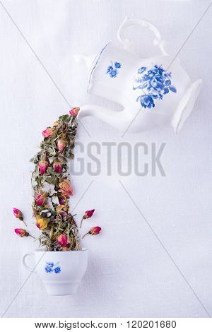 Magic teapot with roses tea