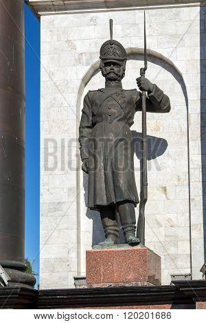 Triumphal arch in memorial complex Battle of Kursk. Sculpture