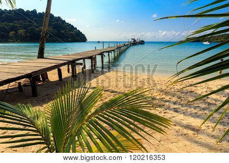 Idyllic tropical beach od Ao Phrao in Ko Mook island, Thailand
