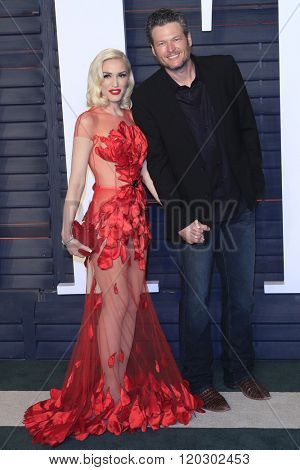 BEVERLY HILLS - FEB 28: Gwen Stefani, Blake Shelton at the 2016 Vanity Fair Oscar Party on February 28, 2016 in Beverly Hills, California