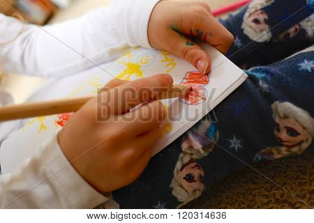 Child/girl Drawing Picture For Mother's Day