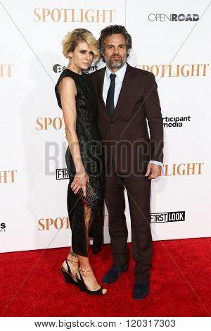 NEW YORK-OCT 27: Sunrise Coigney (L) and actor Mark Ruffalo attend the 'Spotlight' New York premiere at Ziegfeld Theatre on October 27, 2015 in New York City.
