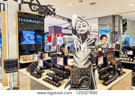 BANGKOK, THAILAND - JUNE 21, 2015: inside of shopping center. Shopping malls and department stores such as Siam Paragon, Central World Plaza, Emperium, Gaysorn become shopping Mecca for shopaholics