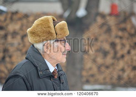 Senior And Hearing Aid