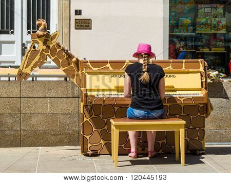 The Unknown Girl Plays Music The Street Piano