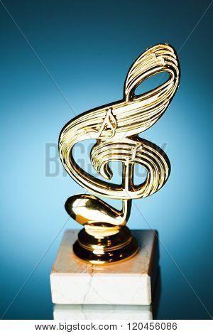 treble clef symbol trophy on blue background