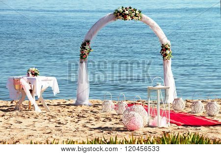 Arch for the wedding ceremony on the sea