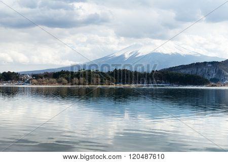 Lake kawaguchi with mountain fuji in Japan