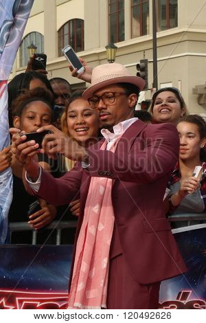 LOS ANGELES - MAR 3:  Nick Cannon, fans at the America's Got Talent Judges Photocall at the Pasadena Civic Auditorium on March 3, 2016 in Pasadena, CA