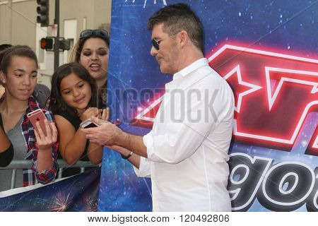 LOS ANGELES - MAR 3:  Simon Cowell, fans at the America's Got Talent Judges Photocall at the Pasadena Civic Auditorium on March 3, 2016 in Pasadena, CA