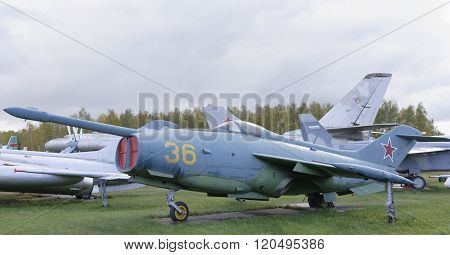 Yak-36- Experimental Aircraft With Vertical Take-off And Landing(1964).max.speed,km/h-1100