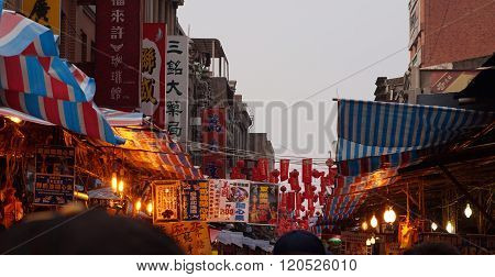 Taipe, Taiwan - Febuary 2016: Outdoor Market Area For Chinese New Year Shopping In Taiwan
