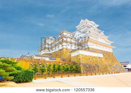 Himeji Jo Castle Inside Yard Blue Sky Angled H