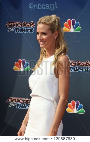 LOS ANGELES - MAR 3:  Heidi Klum at the America's Got Talent Judges Photocall at the Pasadena Civic Auditorium on March 3, 2016 in Pasadena, CA