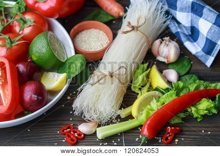 Ingredients for vegetarian noodles with vegetables
