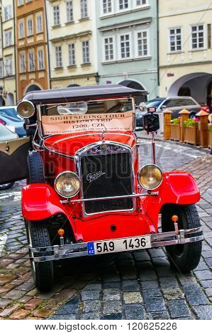 Red Retro Car for excursions
