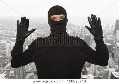 Thief with balaclava caught