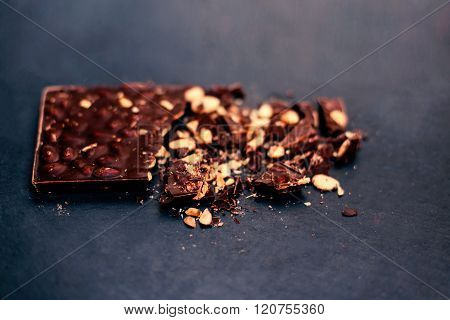 Mix Of Chocolate Bar Pieces / Dark Chocolate, Milk Chocolate / Nut, Hazelnut, Almond / Chocolate Bac