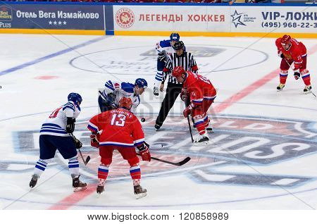 A. Ghamnov (14) And R. Helminen(41) On Faceoff