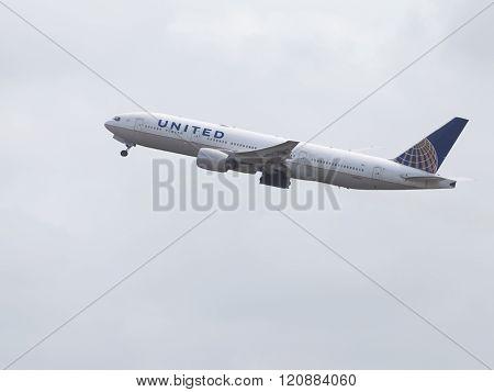 Big Boeing 777-222 Er United Airlines
