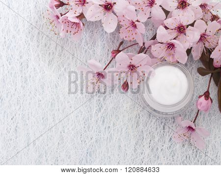 natural facial cream, fresh as spring flowers