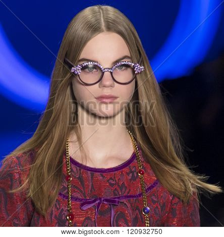 Anna Sui - Fall Winter 2016 Collection