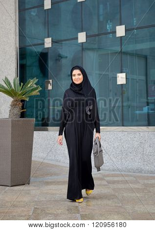 Emarati arab business woman walking