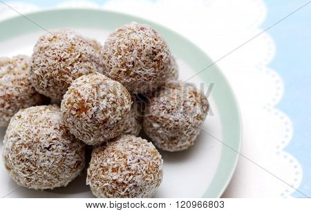 Super Fruit Healthy Nut And Dried Fruit Snack Ball With Coconut