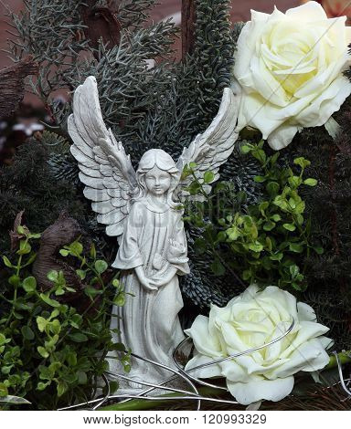 Angels and roses in a grave decoration