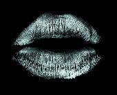 Постер, плакат: Помада поцелуй изолированные на черном
