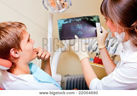 Dentist explaining the details of a x-ray picture