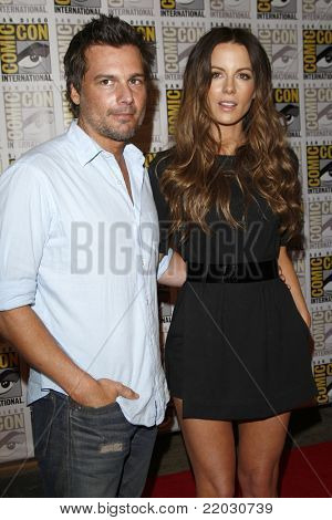 SAN DIEGO - JUL 22:  Len Wiseman, Kate Beckinsale at the 2011 Comic-Con Convention - Day 2 at San Diego Convention Center on July 22, 2010 in San DIego, CA.