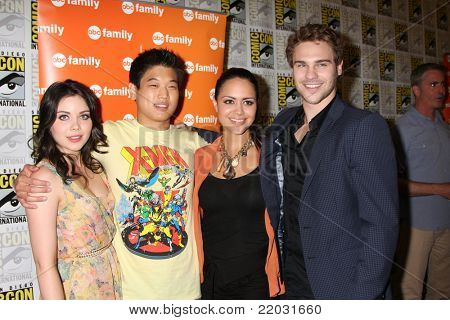 SAN DIEGO - JUL 22:   Grace Phipps,Ki Hon Leem, Alyssa Diaz, Grey Damon at the 2011 Comic-Con Convention - Day 2 at San Diego Convention Center on July 22, 2010 in San DIego, CA.