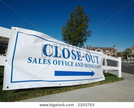 Close-Out Banner Real Estate Sign