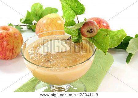 Applesauce With Vanilla Sauce