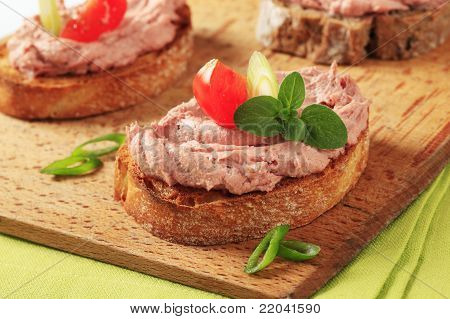 Geröstetes Brot und Pate