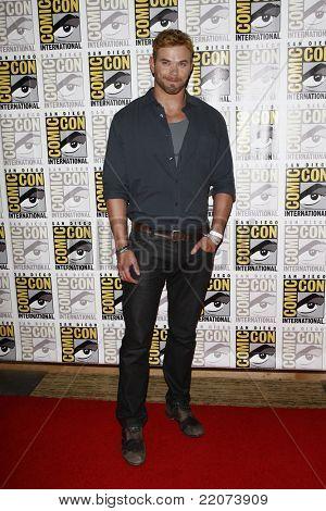 SAN DIEGO - 23 de JUL: Kellan Lutz no painel de imprensa para 'Imortais' na Comic Con 2011 em San Diego,