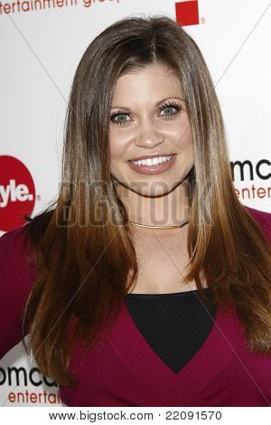 PASADENA - JAN 5: Danielle Fishel at the Comcast Entertainment Group TCA Cocktail Reception held at the Langham Hotel, Pasadena, California on January 5, 2011
