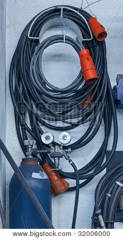 Kabel und Rohre