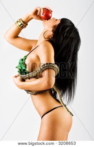 Frau mit Schlange und Apfel