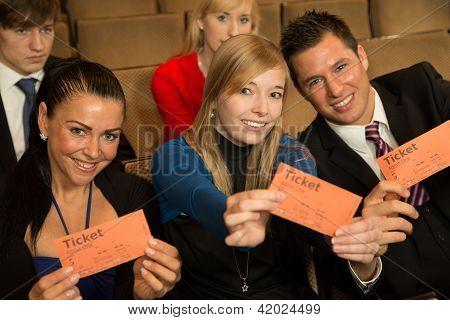 Publikum präsentieren Karten