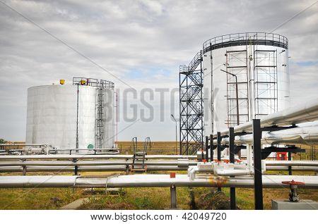 Tubería y almacenamiento de gas y petróleo