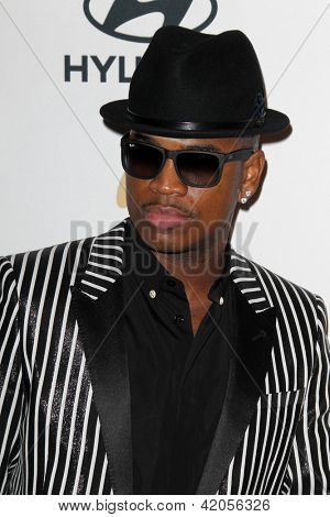 LOS ANGELES - FEB 9:  Ne-Yo arrives at the Clive Davis 2013 Pre-GRAMMY Gala at the Beverly Hilton Hotel on February 9, 2013 in Beverly Hills, CA