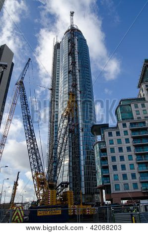 Construction of St George's Wharf Tower
